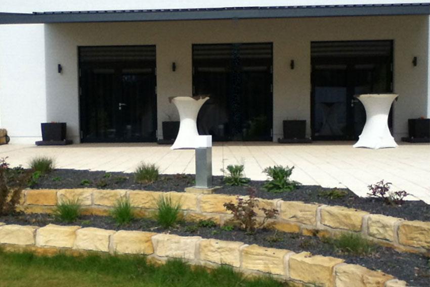 Sandstein Terrasse reinigen Algen und Moos entfernen - schützen